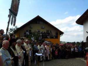Peste 1.000 de oameni l-au condus pe ultimul drum pe preotul Mihoc