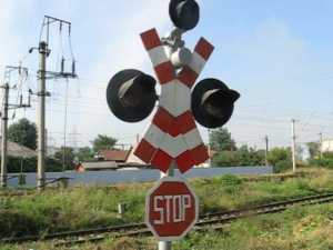 Şoferi filmaţi de poliţişti, la trecerile la nivel cu calea ferată