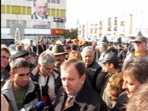 Flutur acuza PSD si PNL ca joaca alba-neagra cu guvernele