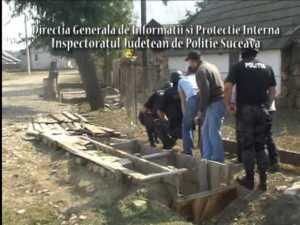 """Aproape 50 de poliţişti implicaţi în prinderea lui """"Popescanu"""""""