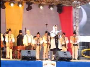 Spectacol folcloric extraordinar de Ziua Nationala a Romaniei