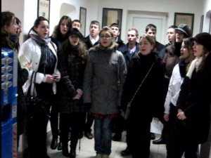 Redactia Monitorul de Suceava colindata de Grupul Voces Christmas