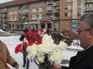 Primarul Ion Lungu a impartit flori in centrul Sucevei