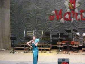 Spectacol special pentru  femeii, pe rimuri de vals, tangou si opereta