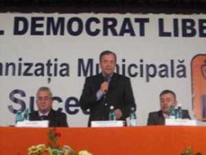 """Flutur isi trimite parlamentarii in """"groapa cu lei"""""""
