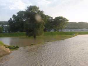 Apele raului Suceava au atins cote alarmante la Burdujeni si Itcani
