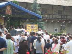 Aproape o mie de credinciosi prezenti ieri la Manastirea Putna