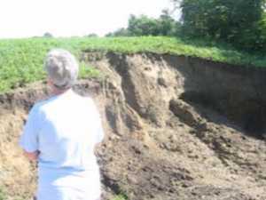 Un hau apocaliptic aparut după puhoaie, la un pas de a înghite case