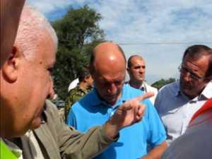 Basescu a inspectat lucrarile podului de la Dornesti