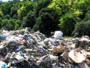 Munti de gunoi menajer proaspat la fosta graoapa de gunoi a Sucevei