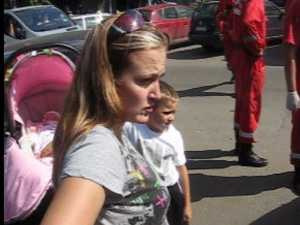 Bebelus de trei luni salvat de pompieri dintr-o masina incuiata