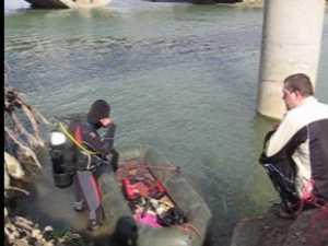 Scafandru folosit la depistarea problemelor de la podul Burdujeni