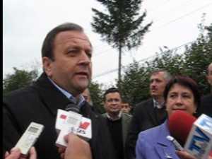 Flutur ii invita pe social democrati pe teren sa vada investitiile in drumuri