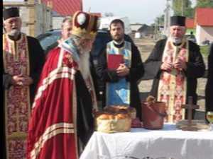 IPS Pimen a sfinţit ieri casele sinistraţilor, construite de Arhiepiscopia Sucevei
