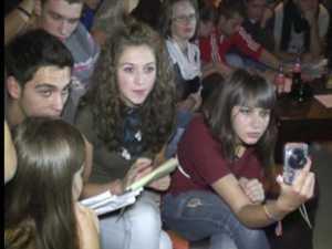 """Probă de karaoke la Balul Bobocilor Liceului """"Ion Luca"""" din Vatra Dornei"""