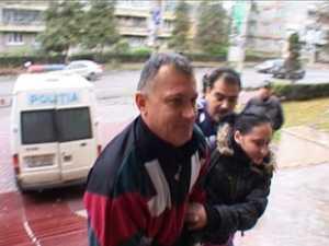 Surdo-mutul acuzat că şi-a ucis soţia în cadă a fost arestat preventiv