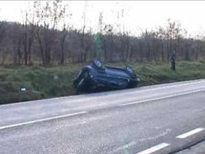 Băut la volan, s-a răsturnat cu maşina într-un şanţ de pe DN 2