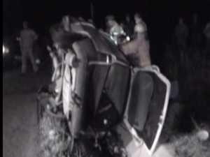 A murit între fiarele contorsionate ale maşinii pe care o conducea