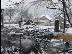 Noua suflete pe drumuri si trei case distruse dupa un incendiu devastator
