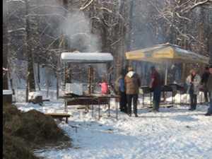 Angajatii Muzeului Bucovina si-au povestit unii altora semnificatia taierii porcului de Ignat