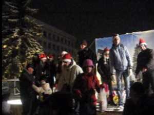 Ion Lungu i-a colindat pe sucevenii veniti la inaugurarea Oraselului Copiilor