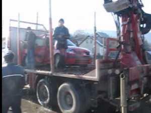 O maşină în care se aflau cinci femei a căzut în apă de pe un pod, la Stulpicani