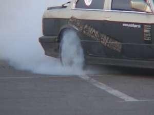Foc, maşini distruse şi adrenalină la Extrem Cascaders Team