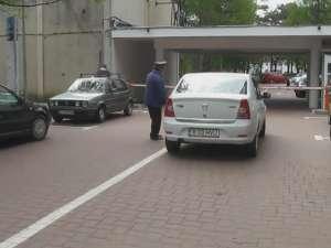 Taxă de până în cinci lei, pentru parcarea maşinilor în curtea din faţa Spitalului Suceava