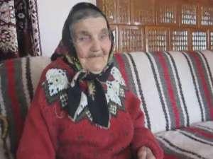 O femeie din Ştirbăţ, aniversată la un secol de viaţă