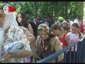 Curtea Mănăstirii Sf. Ioan cel Nou a fost ieri plină de pelerini, din toată ţara