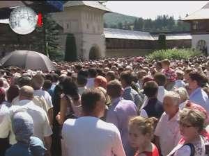 Credincioşi din toată ţara, prezenţi la hramul Mănăstirii Putna