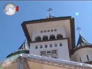 Patriarhul Daniel a sfinţit catedrala din Gura Humorului, în prezenţa a peste zece mii de credincioşi