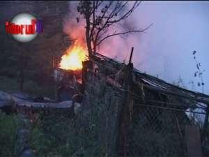 Gospodării în flăcări, din cauza unor defecţiuni la instalaţia electrică