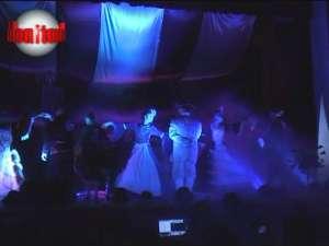 """""""Carnavalul de la Veneţia"""" - costume de epocă, hohote de râs şi un show electrizant"""