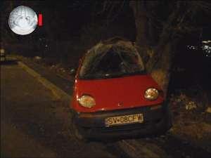 """Au """"lipit"""" un Matiz de copac şi-au abandonat BMW-ul şi, cu glugile pe cap, au fugit în noapte"""