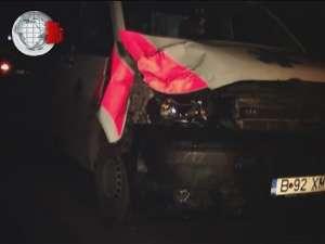 Ambulanţă implicată într-un accident, din cauza unui cal aflat în drum, pe DN 17