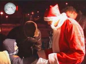 Peste 1.200 de cadouri au fost împărţite copiilor din cartierul Iţcani