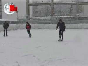 Patinoarul Sucevei, deschis de astăzi iubitorilor sporturilor de iarnă