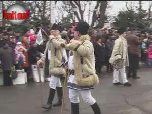 Mii de suceveni au participat la cea mai mare paradă a obiceiurilor de iarnă din ţară