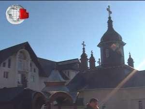 Icoană făcătoare de minuni din Rusia, în procesiune la Mănăstirea Slătioara - Râşca