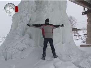 Pilonii de gheaţă de sub podul de la Iţcani