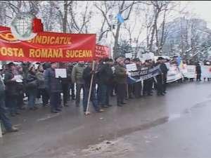 Sindicaliştii de la BNS şi Cartel Alfa au protestat în faţa Prefecturii Suceava