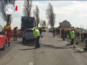 Pericol de explozie la Staţia de 110 KV după accidentul unui Ford Fiesta cu o maşină plină de butelii