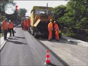 Trei străzi importante din Burdujeni Sat sunt asfaltate pentru prima oară
