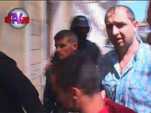 Unul dintre agresorii lui Cristian Căjvănean conducea din puşcărie o reţea de traficanţi de ţigări