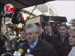 Primarul Ion Lungu, întâmpinat cu braţele deschise de comercianţii din Bazar