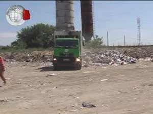 Groapă de gunoi autorizată, printre casele din municipiul Suceava