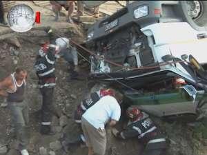 Un şofer prăbuşit cu betoniera în râul Moldova, salvat miraculos după trei ore