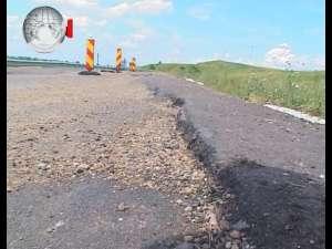 Drumul Siret-Dărmăneşti, inaugurat în 2011, a luat-o la vale pe aproape o sută de metri