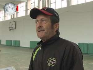 Un profesor îşi donează gradaţia de merit pentru renovarea sălii de sport de la Şcoala Nr. 3 Suceava